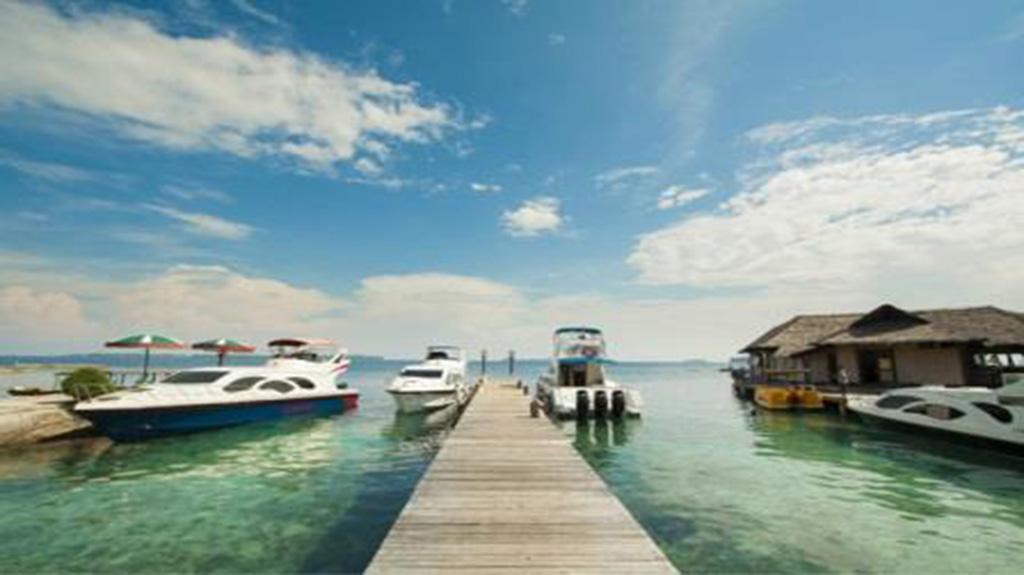 Keindahan Pulau Pelangi Seperti Maldives