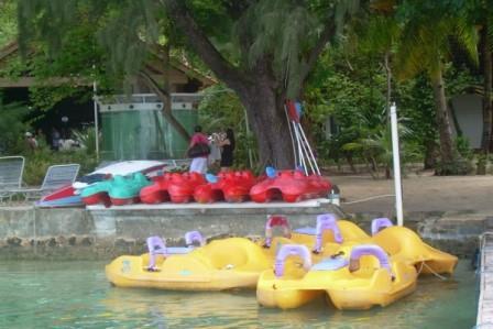 Menikmati Berbagai Permainan Air Di Pulau Putri