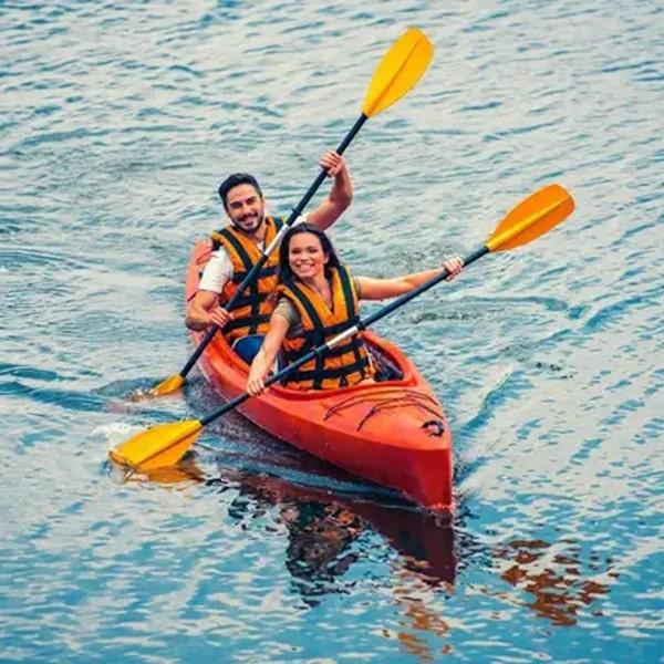 bermain canoe di pulau bidadari kepulauan seribu jakarta